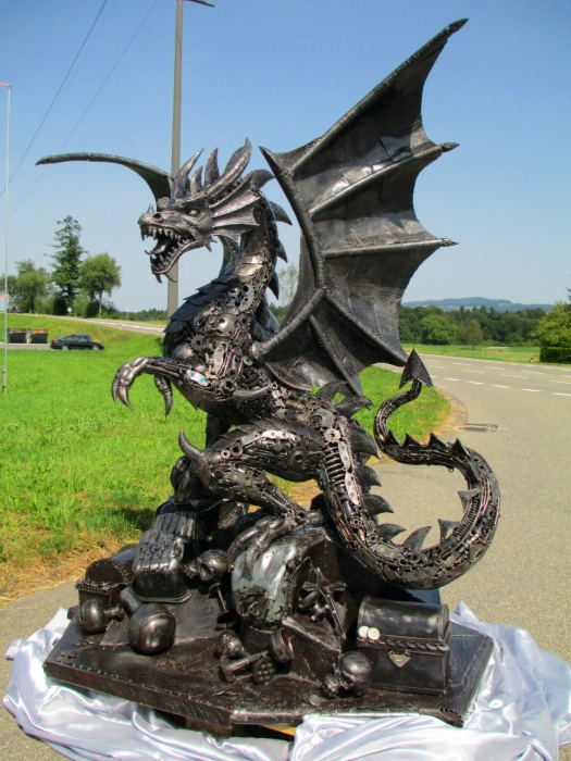 dragon-2013-recycle-art